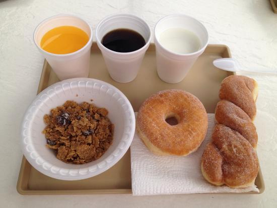 Hollywood City Inn: Petit déjeuner ( j'ai tout pris ce qu'il y avait ...) manque de choix