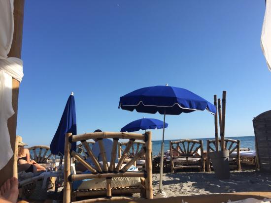 Bambou Palm Beach : Photo A bord d'un lit double ! Matelas confortable et mobilier plutôt entretenu.