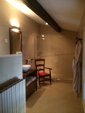 Le Huit et Spa: la salle de bain