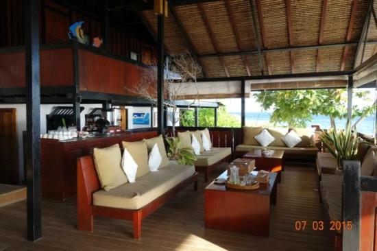 Wakatobi Dive Resort: Long House:  view of one side of building