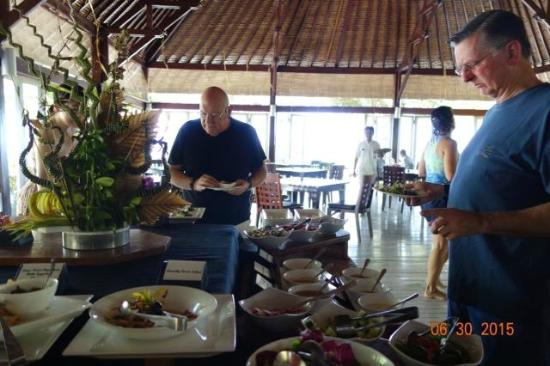 Wakatobi Dive Resort: Lunch in the dining room:  one table.  There is more...