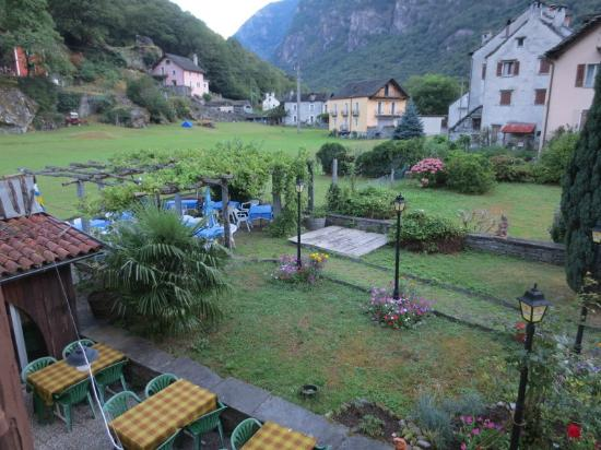 Hotel Turisti: view towards the back of hotel from room window