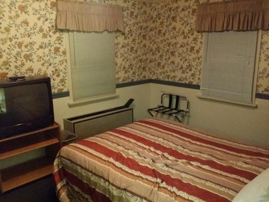 Autoport : Room 27.  This was one of the original cabins.  It was a duplex with room 28.  It was less expen