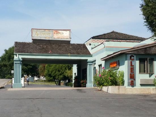 Autoport : The main entrance.