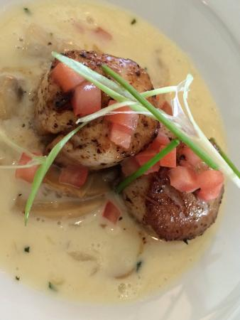 Longview Steakhouse: Scallop appetizer.