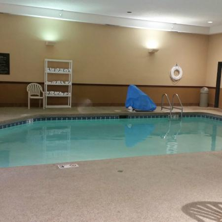 Hampton Inn Cedar Rapids: the pool