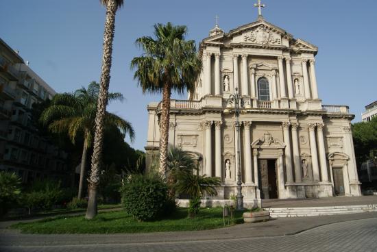 Duomo basilica minore barcellona pozzo di gotto picture for Arredamenti barcellona pozzo di gotto