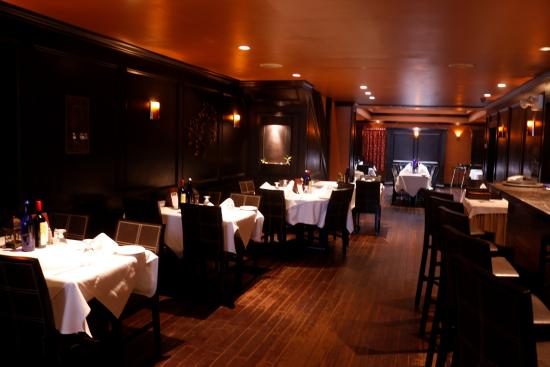 Romatic restaurant romantic dining in midtown manhattan for Best romantic restaurants nyc