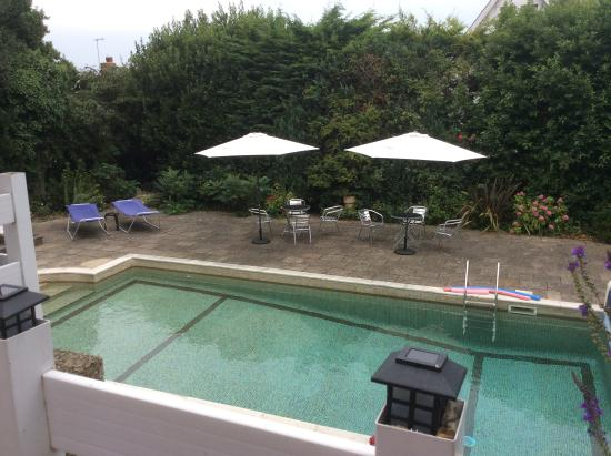 Oaklands House: The pool