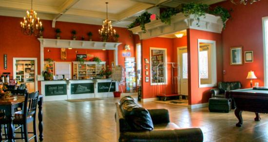 Depot Inn & Suites: Front Lobby Check-In Desk