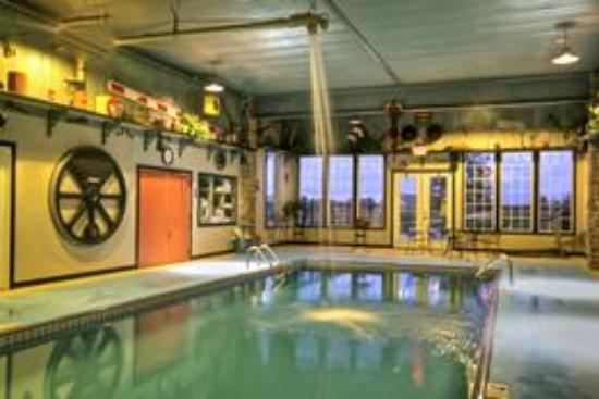 Depot Inn & Suites: Heated Indoor Swimming Pool