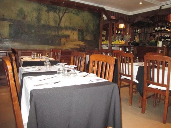 Cafe A Brasileira: The dining area downstairs.