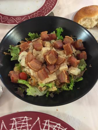 Meson  Ovalo: Ensalada con salsa de mostaza y miel