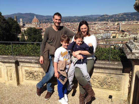 foto di famiglia dalla terrazza superiore - Giardino Bardini ...
