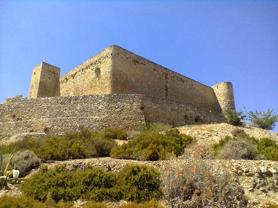 Alcaudete, İspanya: Castle from below