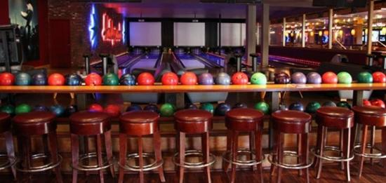 Ориндж-Каунти, Калифорния: Lucky Strike Lanes Lounge