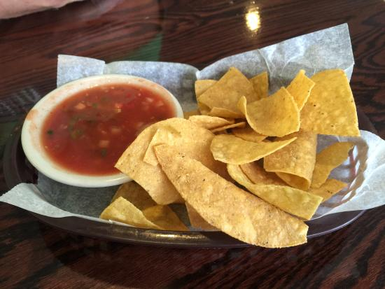 La Cabana Restaurant : Chips and salsa