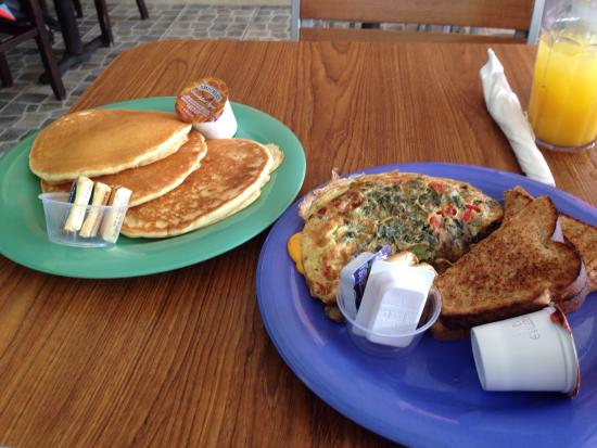 Delly Deck: Veggie omelette with panacakes