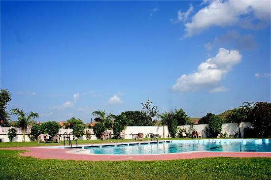 Ritumbhara hotel resort bewertungen fotos for Preisvergleich swimmingpool