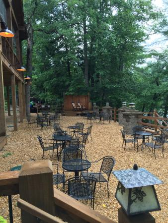 Toccoa Riverside Restaurant: Outdoor seating - beautiful!