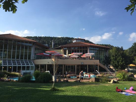 Felsland Badeparadies & Saunawelt Dahn: Un bel endroit pour passer une agréable journée. Les bassins et le site sont très propres, le ba