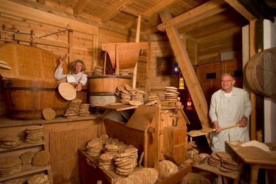 Hotel Naturidylle Geyrerhof: Pane dal forno di legna dal maso agricolo Geyrerhof