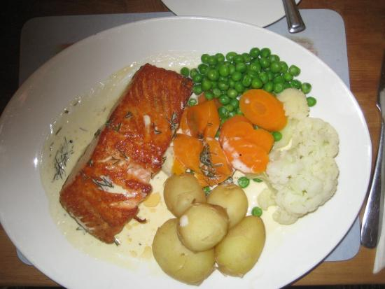 The Darley Mill Centre: Excellent freshly cooked Salmon and veegetqbles