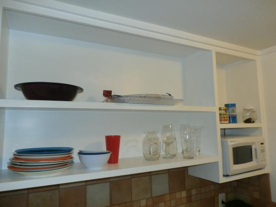 Sunny Cove Motel Apartments: the shelf in the kitchen with pretty much all the utilities...