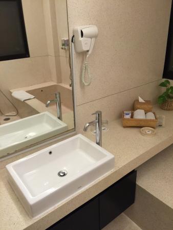 Centra Taum Seminyak Bali: Bathroom 2