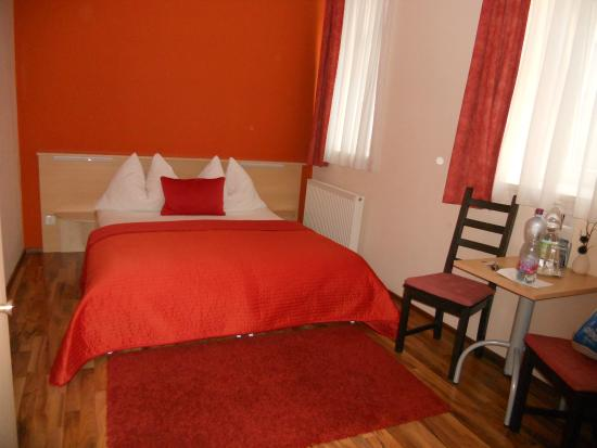 Pension De Lux: standard double room
