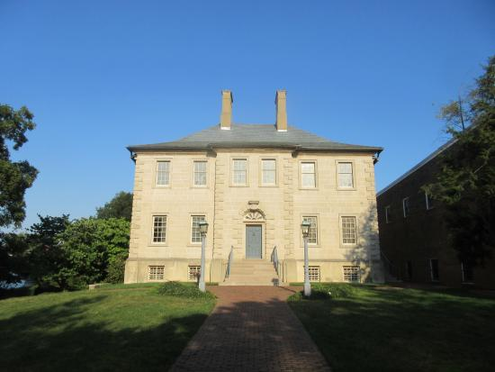 Carlyle House: Front facade