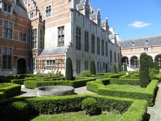 Mechelen, België: garden of the palace (2)