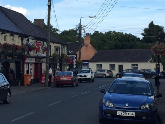 Dunleer, Irlandia: Street view of this little gem