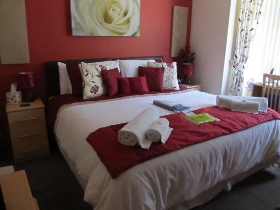 Eden's Rest Bed & Breakfast: Our room