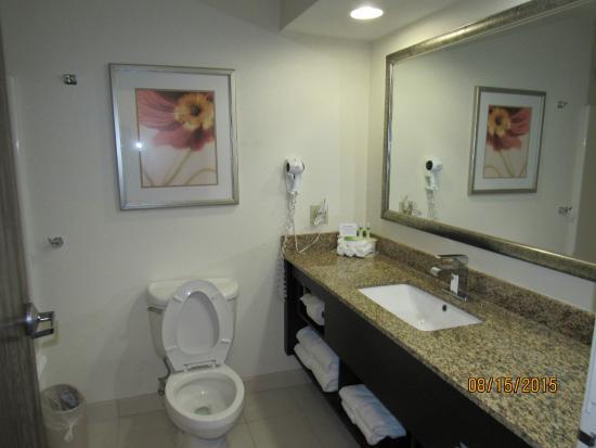 Hotel Avyan: bathroom