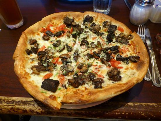 Wild Mushroom Pizza: fotografía de D'lish Gourmet Pasta & Pizza ...