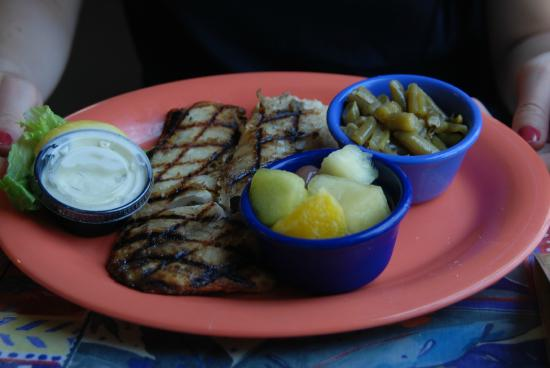Florida Cracker Cafe : Fish platter and cheesy grits