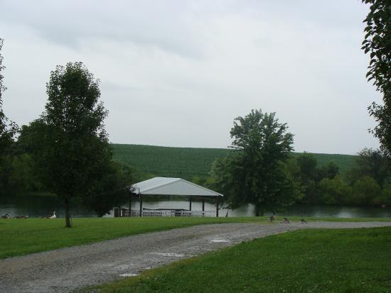 Bloomfield, KY: Chuckleberry Farm & Winery