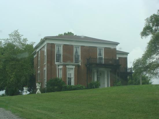 Bloomfield, KY: Springhill Plantation & Winery