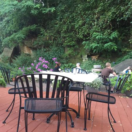 MP Dining Company: Outside patio so beautiful