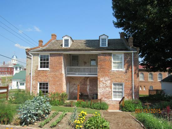 Deutschheim State Historic Site: Early Hermann Settler Home