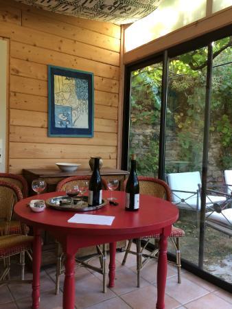 Villeferry, France : Внутренний дворик