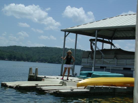 Treasure Island Bed & Breakfast: Boat dock on the lake.