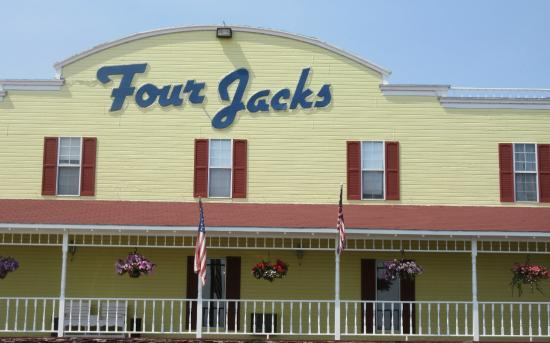 Book Four Jacks Hotel and Casino in Jackpot