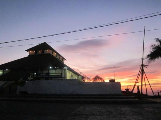 Baubau, Indonesien: Masjid Istana Bau-Bau dalam Benteng