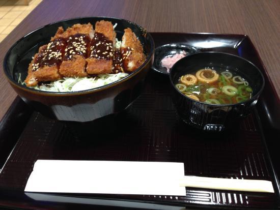 レストラン「ピンラッシュ」で名古屋メシ「味噌カツ丼」に舌鼓!