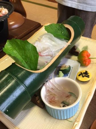 Yukaro Showa: 夏は釣れたてイカの刺身が絶品です