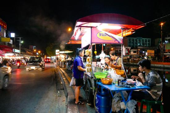 Chiangmai Boutique House: night markets just down the road