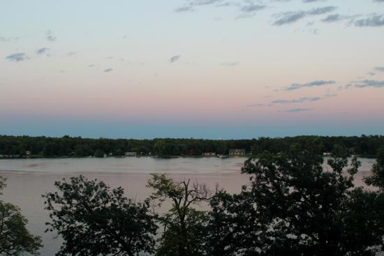 Mentor, MN: Dusk at the Inn
