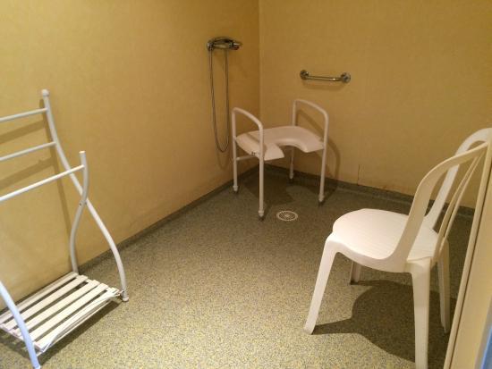 une salle de bain ou une chambre d hopital ? entre les deux mon ...